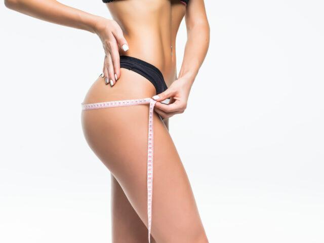 https://cirugiaplasticamedellin.com/wp-content/uploads/2021/05/young-woman-in-the-black-underwear-measuring-her-waist-with-meter-tape-1-640x480.jpg